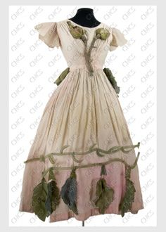 une fleur   Collections du Centre National du Costume de Scène