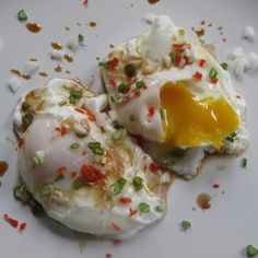 Poached eggs with chilli and soy - 175 calories. Perfect fast-day lunch or breakfast recipe for the 5:2 diet.