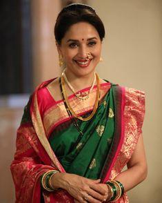 Madhuri Dixit in Maharashtrian costumes Maharashtrian Saree, Marathi Saree, Marathi Bride, Marathi Nath, Marathi Wedding, Hindu Bride, Vintage Bollywood, Indian Bollywood, Bollywood Girls
