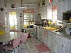When you speak about various designing styles for your kitchen, the thing that arrives to your brain is the retro kitchen style. Kitchen Retro, Cozy Kitchen, Kitchen Items, Vintage Kitchen, Retro Kitchens, Pink Kitchens, Kitchen Stuff, 50s Style Kitchens, Kitchen Yellow