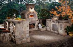 barbecue en pierre naturelle, dallage extérieur en pierre grise, table de bar assortie e tabourets design