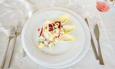 Salată de andive cu nuci și gorgonzola   Restaurantul Jack - Remetea Mare Sauvignon Blanc, Panna Cotta, Ethnic Recipes, Food, Alcohol, Essen, Yemek, Meals
