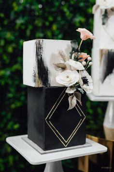 Black And White Wedding Cake, Black Wedding Cakes, Wedding Set Up, Trendy Wedding, Dream Wedding, Wedding Shoes, Wedding Rings, Wedding Ideas, Wedding Dresses