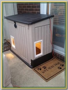 Feral Cat Shelter, Feral Cat House, Feral Cats, Winter Cat Shelter, Winter Dog House, Shelter Dogs, Dyi Dog House, Homemade Dog House, Rescue Dogs