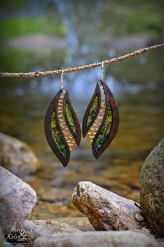 Gourd earrings from Sen Góry, design by Przemek Krawczyński. Site is full of gorgeous works in wood and gourd Jewelry Crafts, Jewelry Art, Beaded Jewelry, Handmade Jewelry, Decorative Gourds, Hand Painted Gourds, Snail Art, Art Carved, Gourd Art