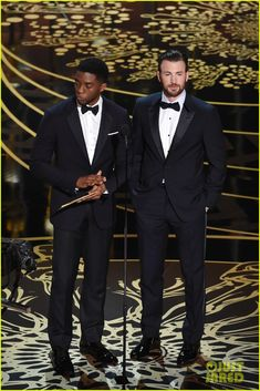 Marvel Studs Chris Evans & Chadwick Boseman Present at Oscars Photo Chris Evans and Chadwick Boseman appear together on stage at the 2016 Academy Awards held at the Dolby Theatre on Sunday (February in Hollywood. The guys… Marvel Actors, Marvel Characters, Marvel Dc, Marvel Heroes, Chris Evans Tumblr, Chris Evans Funny, Oscar Pictures, Black Panther Chadwick Boseman, Chris Evans Beard