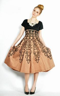 Vtg Nude Black Baroque Full Skirt Embroidered Soutache Party Dress s M Vintage Fashion 1950s, Vintage Mode, Soutache Pattern, Fashion Art, Love Fashion, Vintage Outfits, Couture Embroidery, Passementerie, Costume Shop