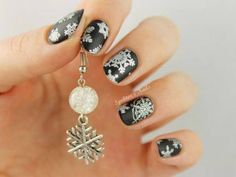 Spektor's Nails: Silver Snowflakes with MoYou London Christmas Collection 02 Nail Art Noel, Xmas Nail Art, Christmas Nail Art Designs, Xmas Nails, Christmas Nails, Holiday Nails, Snowflake Nail Design, Snowflake Nails, Snowflakes