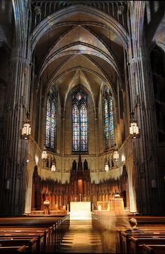 Here's where Miranda's ceremony is!!!  Interior of Heinz Chapel