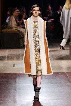 Hermès Fall out the final day of Paris Fashion Week, Hermès' Christophe Lemaire presented a fall-winter 2014 collection with a menswear-inspired… India Fashion, Runway Fashion, Fashion Models, Fashion Show, Paris Fashion, Fashion 2014, Fashion News, Fashion Brands, Christophe Lemaire