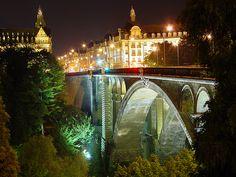Google Afbeeldingen resultaat voor http://www.landenweb.net/luxemburg/luxemburg_stad/images/luxemburg%2520bij%2520nacht.jpg