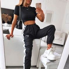 fashion November 17 2019 at fashion-inspo Sporty Outfits, Nike Outfits, Trendy Outfits, Fashion Outfits, Fashion Clothes, Fashion Ideas, Fashion Tips, Fashion Trends, Tumblr Outfits