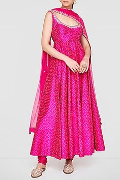 Anita Dongre: Perfect for engagement destination wedding festive occasions sangeet puja wedding Indian Fashion Dresses, Dress Indian Style, Indian Gowns, Anarkali Dress Pattern, Dress Patterns, Saree Dress, Anarkali Patterns, Anita Dongre, Indian Fashion Designers