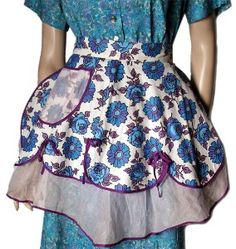 Vintage Aprons - 1950s Apron - I have made and sold these at craftmarts - perhaps make some for this?