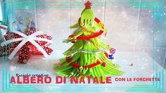 [#NATALE] ᐂ ADDOBBI, mini ALBERO DI NATALE CON FORCHETTE DI PLASTICA Questo progetto è davvero bellissimo: ecco come fare un mini albero di Natale con le forchette. Sta benissimo anche sulla scrivania! ;)  #natale #christmas #riciclocreativo #upcycling
