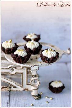 Čokoládové košíčky s krémom z vaječného likéru