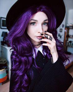 Curly purple hair are here! Curly Purple Hair, Dark Purple Hair, Hair Color Purple, Green Hair, Deep Violet Hair, Purple Wig, Pretty Hairstyles, Braided Hairstyles, Cute Hair Colors
