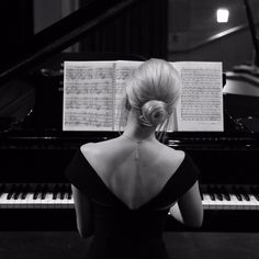 """""""do you think i'm going to run around in all the clans, begging for votes along with other candidates? no, i don't have the time or the energy or the will. Piano Photography, White Photography, Music Aesthetic, Aesthetic Girl, Piano Girl, Arte Obscura, Piano Music, Music Love, Classical Music"""