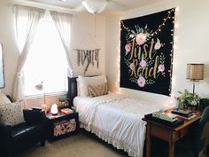 Find images and videos about home, room and bed on We Heart It - the app to get lost in what you love. Dream Rooms, Dream Bedroom, My New Room, House Rooms, Apartment Living, Room Inspiration, Bedroom Decor, Bedroom Interiors, Bedroom Ideas