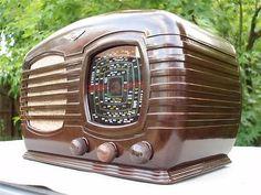 STUNNING VINTAGE 1940's TASMA DECO BAKELITE VALVE RADIO