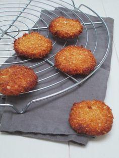 Kokoskoekjes! Gluten Free Baking, Healthy Baking, Healthy Cookies, Healthy Snacks, Healthy Recipes, Dairy Free Cookies, Cooking Cookies, Sweet Bakery, Sweet Pastries