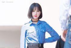 GFRIEND - Eunha 은하 (Jung EunBi 정은비) Suwon fansign commute 170422 수언 팬사인회 출근 #여자친구 #초커 Korean Haircut, Jung Eun Bi, Uzzlang Girl, G Friend, Soyeon, Girl Dancing, Popular Music, Real Beauty, Sweet Girls