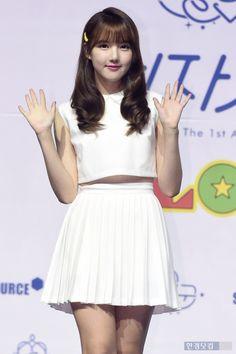 GFriend - Yerin South Korean Girls, Korean Girl Groups, Entertainment, G Friend, Girl Fashion, Womens Fashion, Cotton Dresses, Pretty Woman, Asian Beauty