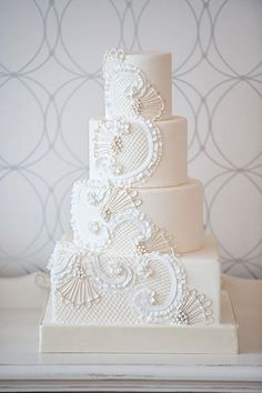 clean and modern / all white cake/ Bobbette  Belle | Signature Wedding Cakes ♥
