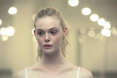 Elle Fanning dans The Neon Demon de Nicolas Winding Refn The Neon Demon, Dakota And Elle Fanning, Actrices Hollywood, Portraits, Star Wars, Filmmaking, Portrait Photography, Photography Series, Beautiful People