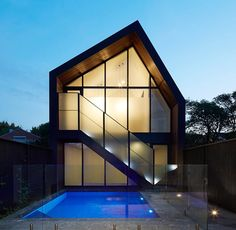 The ingenious architects at B.E. Architecture show us how to balance classic and modern in this renovated Victorian. The front of the house was left in tact, updated with a modern design to the back that uses sharp angles and multiple glass panels to create an open, minimalist style.