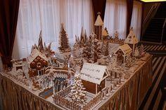 A mézeskalácsos műhelyek hagyományait felelevenítő 2,5 hosszú mézeskalács terepasztal készült Debrecenben. http://kozelestavol.cafeblog.hu/2014/12/16/mezeskalacsfalu-epult-debrecenben/