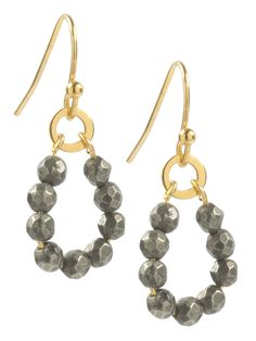Gold plated short (1,5 cm) earrings with pyrite.