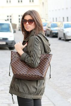 Louis Vuitton Neverfull MM in damier ebene---I want this bag so bag