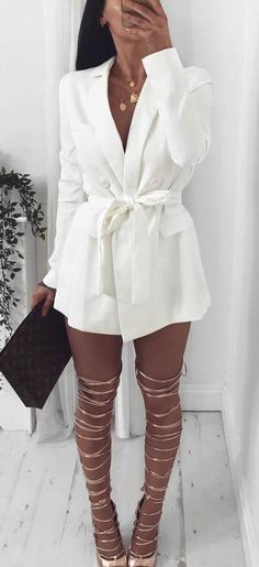 incredible outfit idea : white blazer + bag + lace up heels
