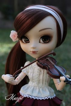 Cute Pullip Dolls | chicapony:Margot plays the violin by busymum909 on Flickr.