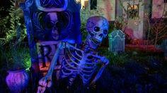 Halloween Forum member mfenske78's graveyard scene . Halloween Forum, Spooky Halloween, Halloween Decorations, Halloween Crafts, Yard Haunt, Cemetery, Creepy, Scene, Fictional Characters