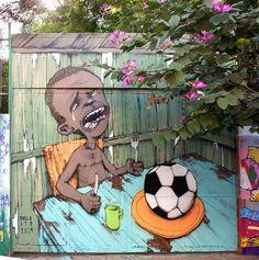 """A crítica vem em forma de tinta que ganha contornos nos muros e paredes da capital São Paulo. No dia a dia, ela pode até passar despercebida, mas basta que o olhar pouse no grafitti para que o """"tapa na cara"""" seja dado. Pelo menos essa é a intenção do artista de rua Paulo Ito, que na semana passada teve uma de suas obras compartilhada em toda a internet."""