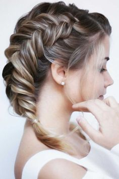 Double Fishtail Braids ❤ Have no clue how to create hairstyles for thin hair? Our ideas will be of great help. We can assure you that your look will be incredibly cool with them. #hairstylesforthinhair #lovehairstyles #hair #hairstyles #haircuts Long Bob Hairstyles, Fringe Hairstyles, Medium Hair Styles, Curly Hair Styles, Natural Hair Styles, Caramel Brown Hair, Brunette To Blonde, Different Hairstyles, Girls Hair Accessories