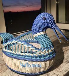vk.com Paper Basket Weaving, Straw Weaving, Newspaper Basket, Newspaper Crafts, Creative Shoes, Bamboo Basket, Paper Straws, Custom Shoes, Baby Car Seats