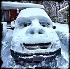 A photo gallery containing pictures of the funniest snow sculptures ever created. Brace yourselves, more funny snow sculptures are coming. Stupid Funny, Haha Funny, Funny Jokes, Hilarious Quotes, Funny Fails, Snow Fun, Winter Fun, Winter Snow, Really Funny