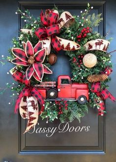 Best Farmhouse Christmas Decorations Country Living Ideas Farmhouse Happy New Year Christmas Wreaths To Make, Christmas Door Decorations, Holiday Wreaths, Winter Wreaths, Burlap Christmas, Christmas Christmas, Christmas Nails, Christmas Red Truck, Christmas Crafts