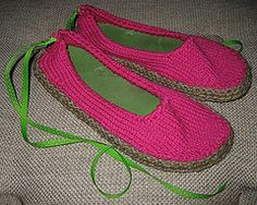 Isn& is the worst when your most comfortable pair of flip-flops go the way of the earth when the toe strap snaps off? This adorable project lets you take those comfy soles and turn them into another pair of cozy shoes. The fun crochet pattern on. Knitting Projects, Crochet Projects, Knitting Patterns, Crochet Patterns, Knitting Ideas, Knit Shoes, Crochet Shoes, Knit Crochet, Crochet Clothes