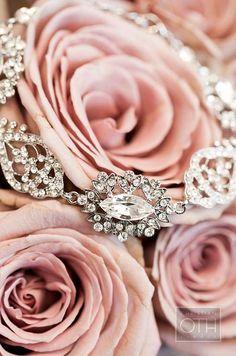 Vintage Chic Wedding---A vintage look with a rhinestone and crystal necklace against dusty pink roses Pretty In Pink, Perfect Pink, Afternoon Tea Wedding, Look Rose, Gris Rose, Everything Pink, Color Rosa, Schmuck Design, Dusty Rose