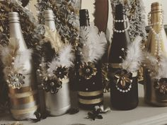 Great Gatsby Prom Theme, Great Gatsby Party Decorations, Gatsby Themed Party, Roaring 20s Wedding, Roaring 20s Party, Speakeasy Party, Speakeasy Decor, Nye Party, Gold Party