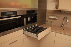 Hochwertige Küche mit Essplatz - Ordentliche Ablage