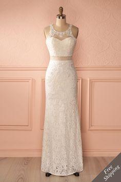 Longue robe ajustée dentelle blanche découpes cristaux - Long fitted white lace cut-outs crystals dress