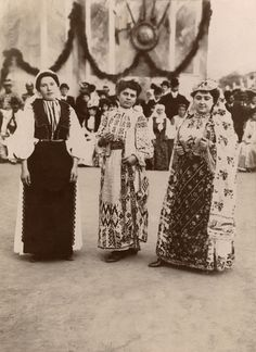 Women in elaborate national costume stand before a crowd of people. Frankenstein Costume, Young Frankenstein, Ethnic Dress, Ethnic Fashion, Old Pictures, Vintage Photos, Crowd, Textiles, Culture