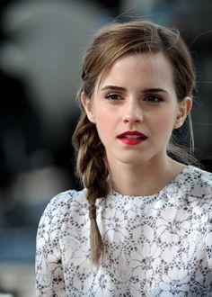 /r/EmmaWatson - For everything about the lovely and glorious Emma Watson. Alex Watson, Lucy Watson, Emma Watson Daily, Emma Watson Style, Emma Watson Beautiful, Emma Watson Sexiest, Pretty People, Beautiful People, Look Dark