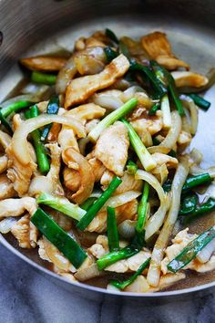 Onion Scallion Chicken - tender and juicy chicken stir-fry with onions and scallions in mouthwatering Chinese brown sauce. This easy recipe takes only 20 minutes and goes well with rice or noodles… Turkey Recipes, Chicken Recipes, Dinner Recipes, Clean Eating Recipes, Cooking Recipes, Asian Recipes, Healthy Recipes, Easy Recipes, Rasa Malaysia