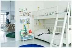 Kids bedroom  Via: http://lillelykke.blogspot.com/2012/01/een-interieur-met-lef-en-humor.html